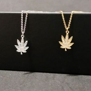 Jewelry - Sterling silver bud necklace